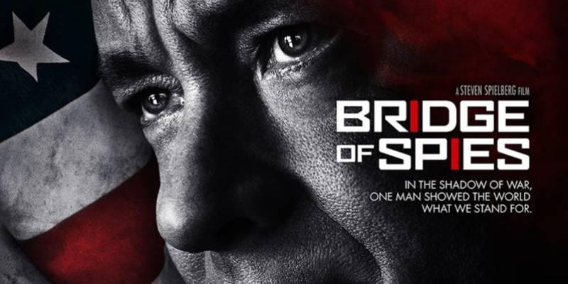 3 najlepsze filmy Toma Hanksa takich jak FORREST GUMP - Most Szpiegów czy FILADELFIA